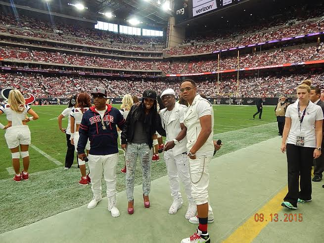 Crystal Tamar poses with Bell Biv Devoe